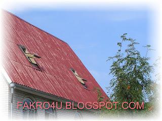 Мансардное окно в шиферной крыше