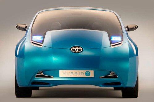 Toyota prepares a minivan Prius
