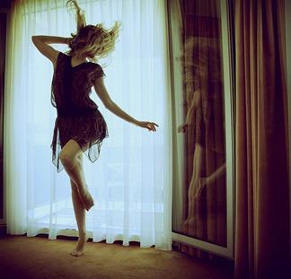 dancing-630a7d23c94b22fa93b06f9e0f93cf5c_h_large