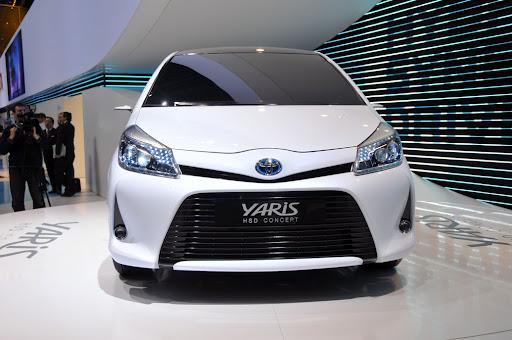 2012-Toyota-Yaris -HSD-02.jpg