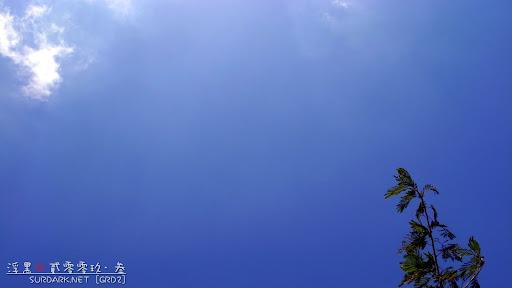 天空还是很蓝 / 我们的影子到另一边去了 / 在那里等我们
