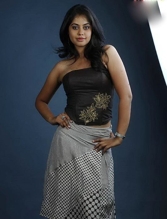 girl bindhu madhavi cute stills