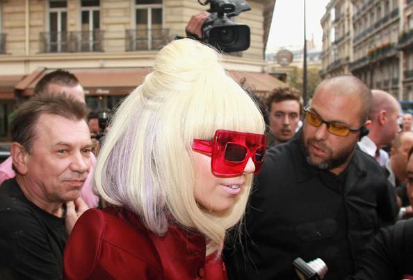 Lady%2BGaga%2Bsigns%2Bin%2BRed%2BY23bDWmtlB2l Lady Gaga Hairstyles