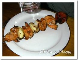 Grillspett med kycklingfilé, lök och tomat