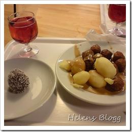 Köttbullar, potatis, brun sås och negerbulle