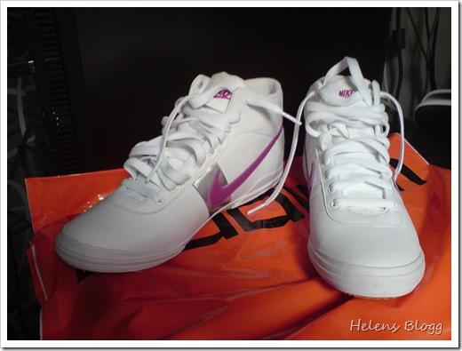 Stadium, Nike Finstar vit rosa