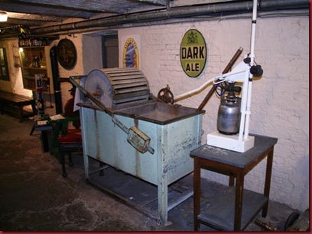 De_Halve_Maan_museum_casking_machine_500