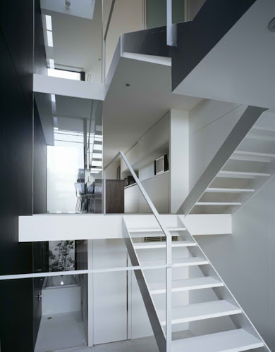 Minimalist Narrow House in Japan