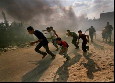 huyendo de los bombardeos israelitas