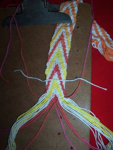Fingerweaving Tutorial, basic diagonal stripe - Fiber Arts