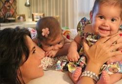 09 - Giovana Antonelli e as gêmeas Sofia e Antônia
