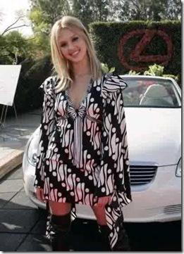 Jessica Alba dan Baju Batik