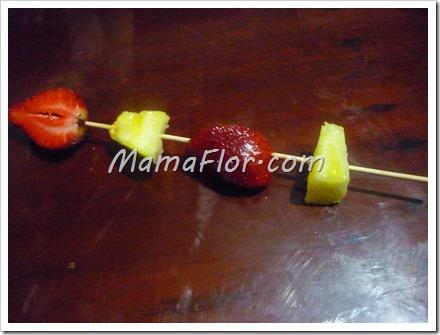 Como hacer una brocheta de frutas acarameladas
