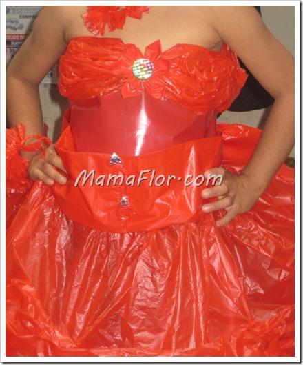 Diseño de Vestido de Plástico, con materiales RECICLABLES