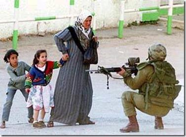 gun_pointed_at_children.jpgv44460