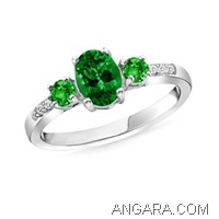 Oval-and-Round-Colombian-Emerald-Three-Stone-Ring-with-Diamonds-in-Platinum-(7X5-mm-3-mm)_ARW0467EH_Reg