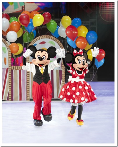 D30_Mickey%20and%20Minnie%20Gift%20Basket_Final