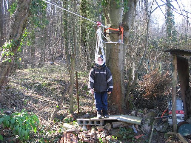 Runstephane une tyrolienne dans le jardin - Comment desherber son jardin naturellement ...