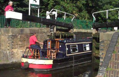 barge-enter-lock.jpg