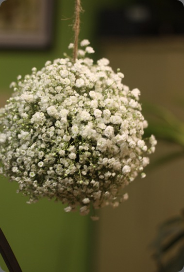 6a01127918a34b28a40133ed17ed35970b-800wi baby's breath kissing ball holly chapple flowers