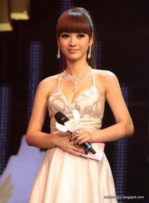 Ada Liu Yan (柳岩)