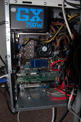 El interior de la computadora con la 9600