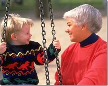 granny and grandson on tireswing2