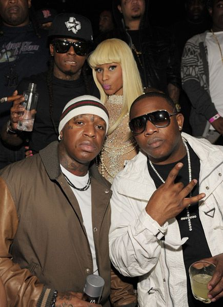 Young Money tira foto com Nicki Minaj