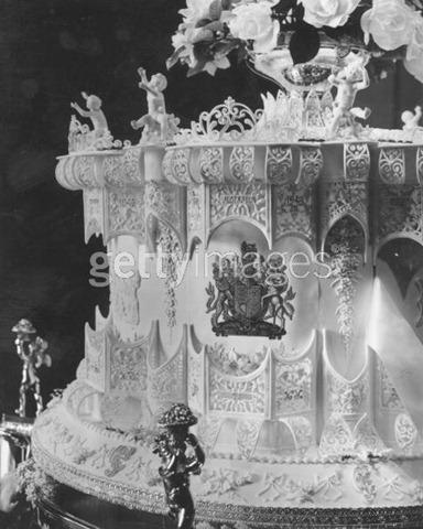 1947-elizabethandphilipcake38de