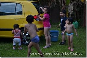 KidsWashingCar