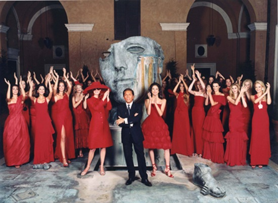 valentino_with_models_17_11_2000