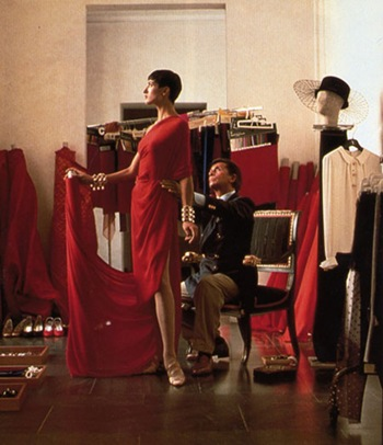 valentino_in_the_haute_couture_atelier_1990
