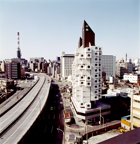 The Nakagin Capsule Tower, not long after its construction. © Kisho Kurokawa Architect & Associates. Photo: Tomio Ohashi.