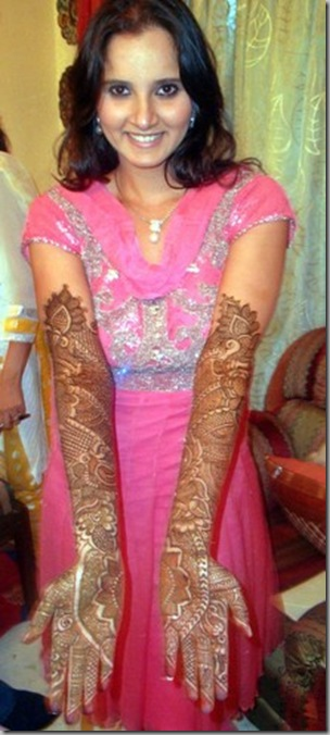 Sania Mirza shows her hands With Mehendi