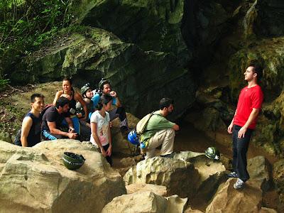 Entrando na Caverna Alambarí de Baixo