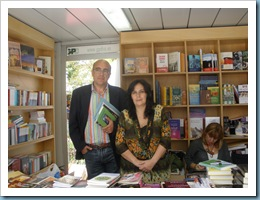 INMACULADA CALDERÓN GUTIÉRREZ Y CARLOS BLANCO SÁNCHEZ en Librería HyS en la Feria del Libro de Sevilla 2009 23 de mayo-Firma de ejemplares-