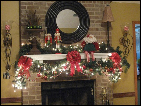 christmas mantle 2010 005