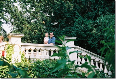 Park Monceau - Troy & Sophia on the bridge 2