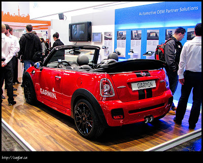 Şirketler teknolojilere ilgi çekmek için arabalar getirtmişler
