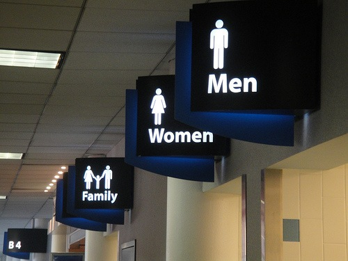 charlotte-airport-restrooms