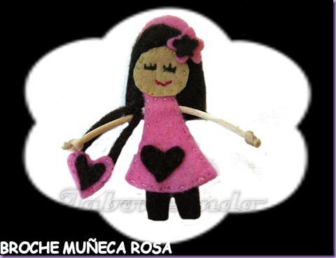 Broche muñeca rosa.