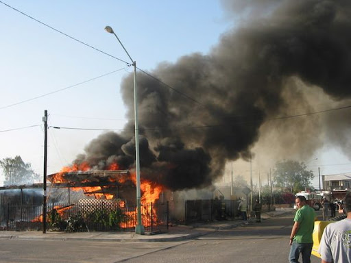casa quemandose mexicali terremoto