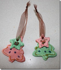 2010-12-01 Making Ornaments (2)