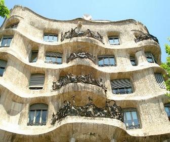 Ornamentacion-balcones-en-forma-de-vegetacion-la-pedrera