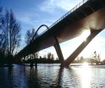 Puente-de-Europa-Orleans-Francia-calatrava
