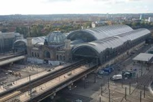 Obras Norman Foster : Cubiertas y cúpula del Dresden Hauptbahnhof.– High Tech