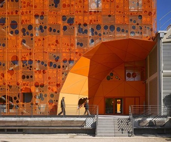 Fachada-proyecto-The-Orange-Cube