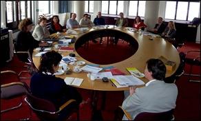 Het eerste overleg van de CCDD in oprichting in juni.
