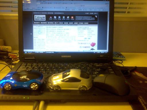 依次是法拉利鼠标、沃尔沃鼠标、IBM鼠标及我的SAMSUNG笔记本 侧面