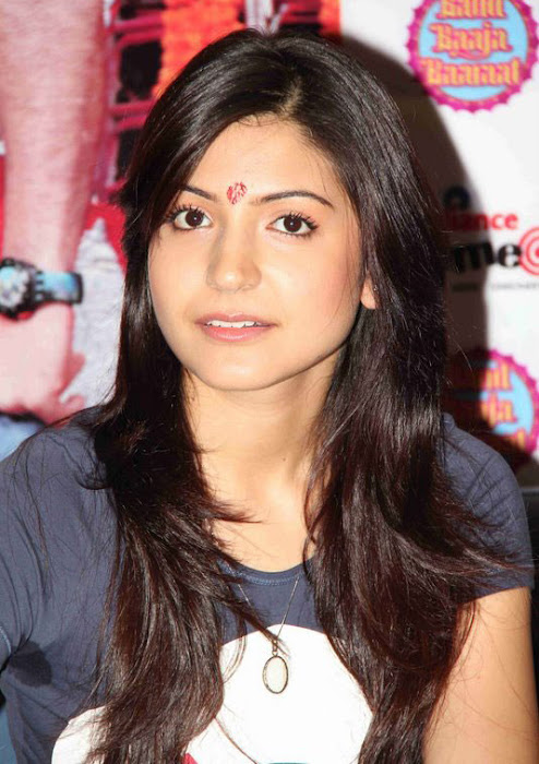 anushka sharma at band baaja baaraat movie promotion